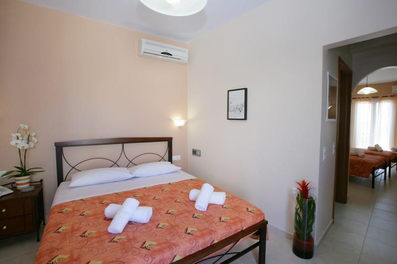 Ξενοδοχείο Τήνος. Εσωτερικό δωματίου.